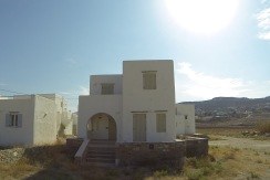 Small villa for sale with easy access 4 khm form centre