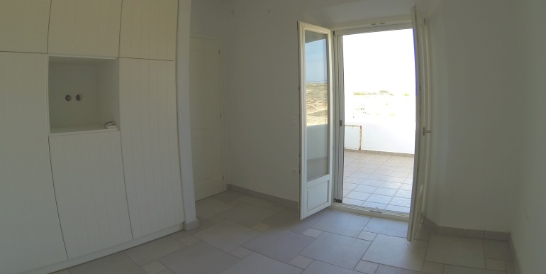 low budget vill for sale in Paros