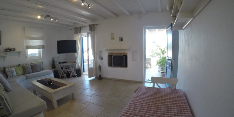 House for sale in Paros near the beach